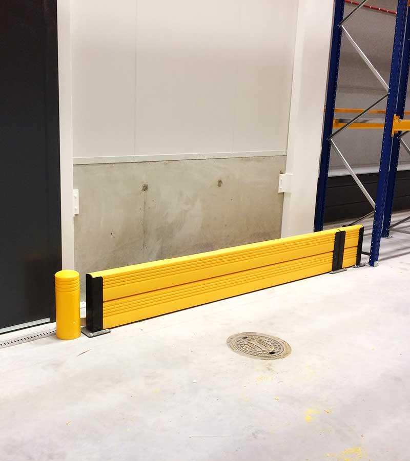 Flexande dubbel golvbarriär kompl. med flexande pollare