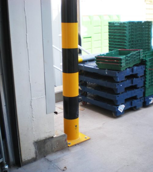 Service Yard Pollare, ytmonterad